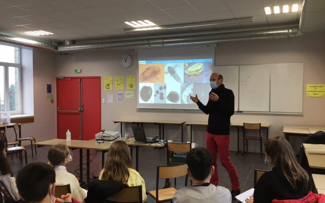 L'impact des microplastiques expliqué aux collégiens
